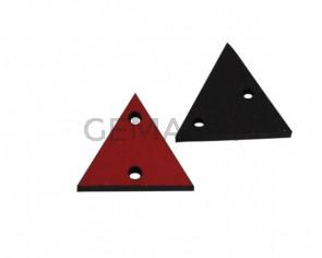 Triangulo de cuero con dos agujeros 17x15mm. Rojo. Int.1,8mm.Calidad superior.