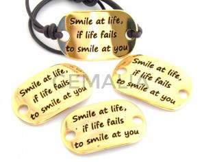 Zamak. Conector. Chapa. 39x24mm. Smile at life.Dorado. Int.5mm