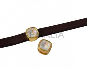 Entrepieza de SWAROVSKI y Zamak. Cuadrado 13x13mm. Dorado. Light Grey Delite. Int.10x2,5mm