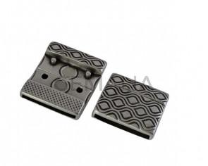 Cierre magnetico plano de Zamak  19,5x22,5mm. Plateado. Int.20x2mm. Precio Especial