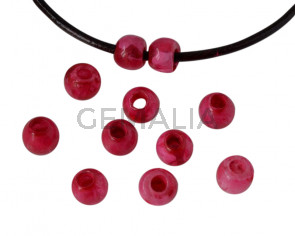 Resina. Bola 7x7x5mm. Fucsia jaspeado. Int.3mm aprox. Calidad superior.