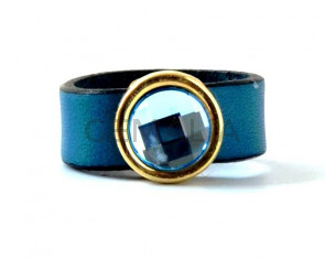 Finger ring  with gold metal castings with SWAROVSKI and leather cord