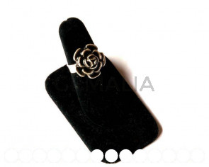 Zamak. Ring. 13mm, Flower. Silver Color. Number 18. Piece.