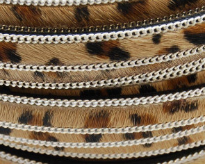 Leopardino Flat leather cord. 15mm. With chain.