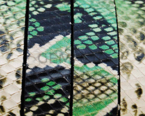 Imitation Snake skin. Flat. 15x2.5mm. Green.