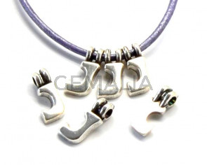 Zamak. Pendant. Letter J. Silver color. 9mm. Inn.2.2mm.