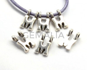 Zamak. Pendant. Letter M. Silver color. 9mm. Inn.2.2mm.