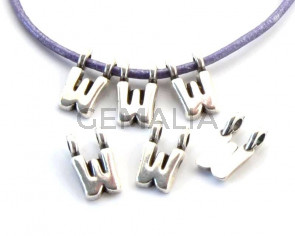 Zamak. Pendant. Letter W. Silver color. 9mm. Inn.2.2mm.