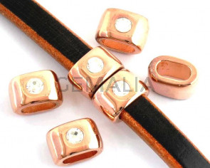 Zamak/Swarovski. Oval. Strass. 15x10mm. Rose gold-crystal. Inn.10x5mm.