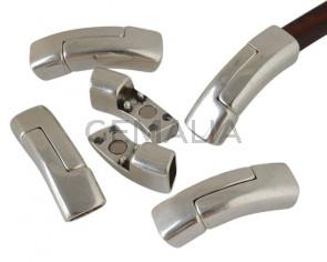 Zamak. Magnetic clasp. Regaliz. 41x13x9.5mm. Silver color. Inn.10x7mm.