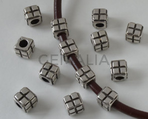 Zamak.Square. 9.5x9.5mm. Silver. Inn.5mm.