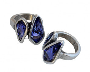 Zamak/SWAROVSKI Ring. 22x22mm double Kite. Silver-Tanzanite. Size 16mm