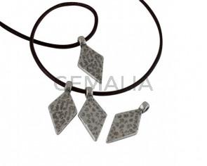 Triangule pendant Zamk 27x12.5mm. Silver. Int.2.3mm