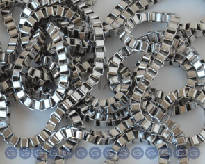 Stainless steel 304. Chain. Square. 3x3x2.4mm. Silver color.